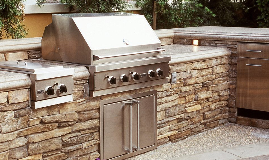 OUTDOOR KITCHENS & GRILL ISLANDS