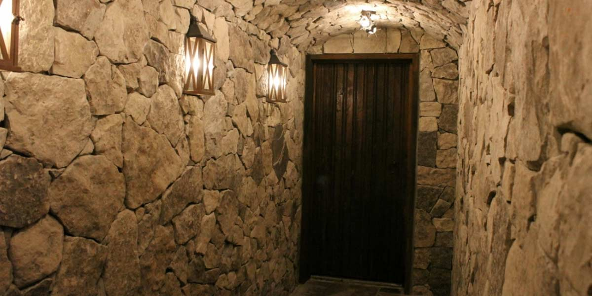 Rubble Buff veneer stone cellar