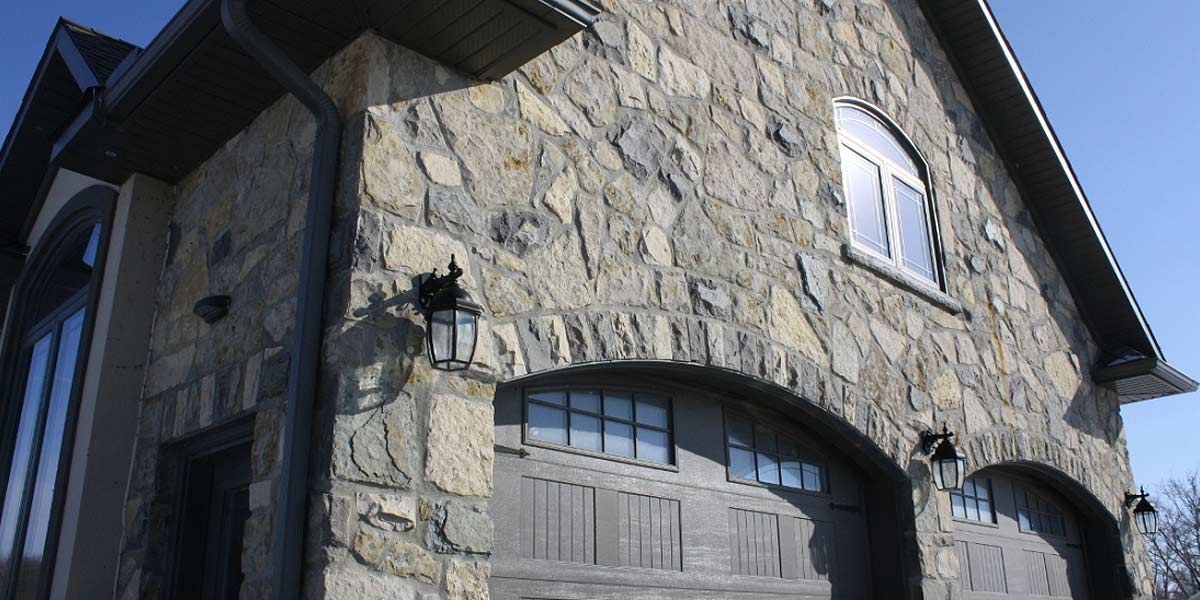 Rubble Buff veneer stone large garage